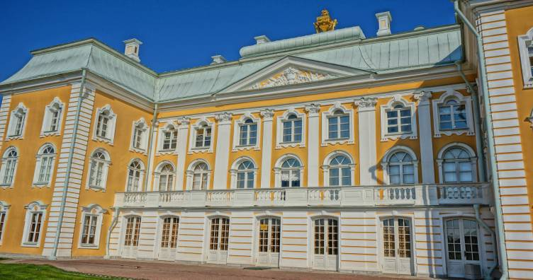 Small Group Early Access Tour to Peterhof Grand Palace